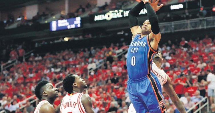 Rekor Westbrook'un galibiyet Rockets'in
