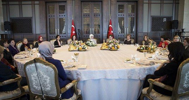 Emine Erdoğan: Hakikatin sözcüsü olalım