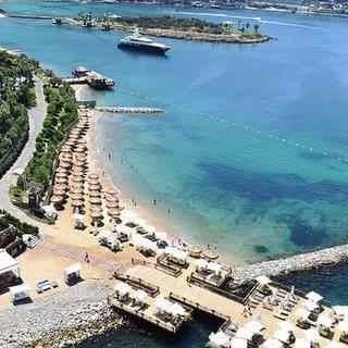 Ege ile Akdeniz yerli ve yabancı turistle bayram ediyor