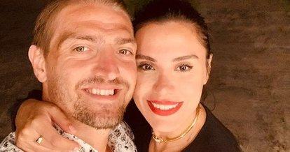 Caner Erkin'den eşi Şükran Ovalı'ya romantik kutlama!