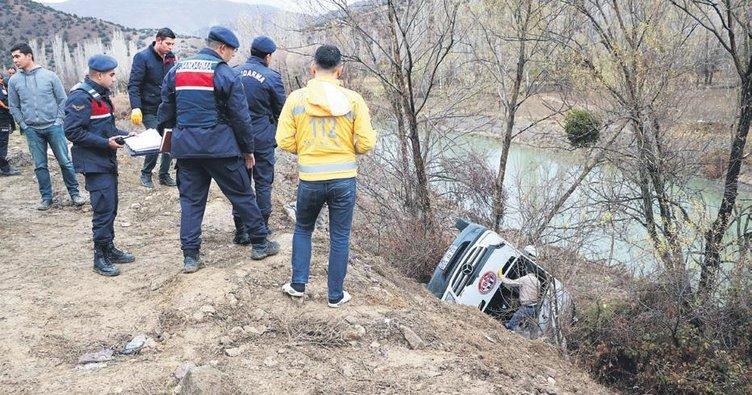 Hentbol takımını taşıyan minibüs kaza yaptı: 2 ölü 15 yaralı