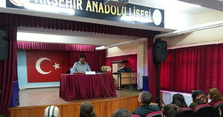 Akşehir'de Anadolu Lisesinde Kariyer Günleri düzenleniyor