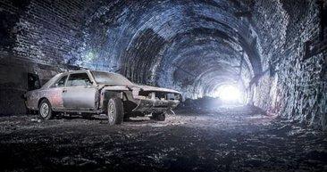 Tünelde kaderine terk edilen otomobiller görenleri şok etti!