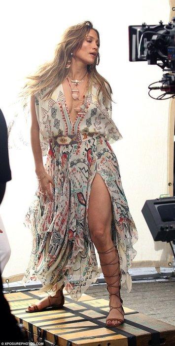 Jennifer Lopez İspanyol sanatçıyla düet yaptı!