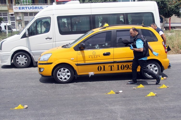 Taksiciye kırmızı ışıkta 9 kurşun
