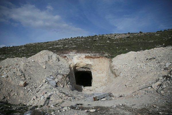 Son dakika: YPG'nin bırakıp kaçtığı o tüneller böyle görüntülendi!